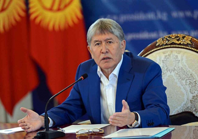 Алмазбек Атамбаев экс-президент жана кол тийбестик макамынан ажыратылды
