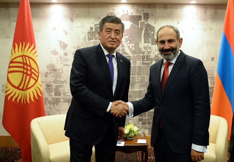 Сооронбай Жээнбеков Армениянын премьер-министри Пашинян менен телефон аркылуу сүйлөштү
