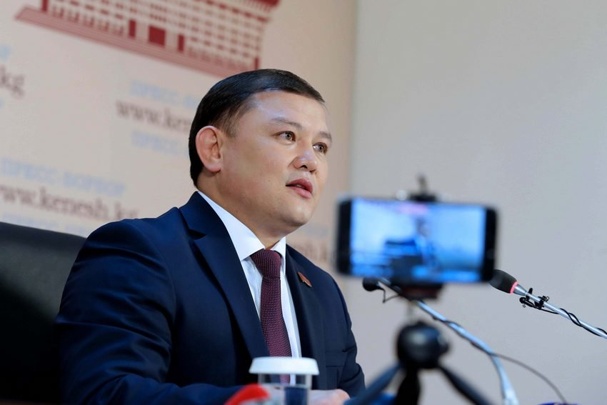 Дастан Жумабеков: Атамбаев мыйзам чегинде экс-президент макамынан ажыратылды