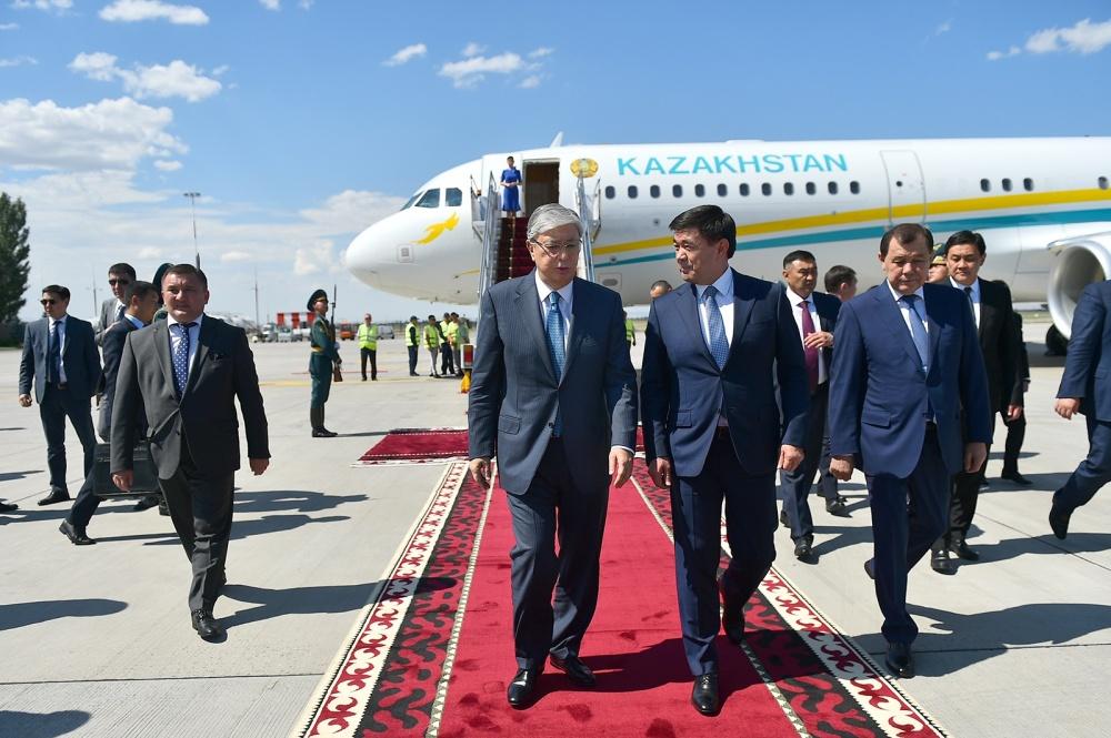 Казак президенти Касым-Жомарт Токаевдин Кыргызстанга качан келери айтылды