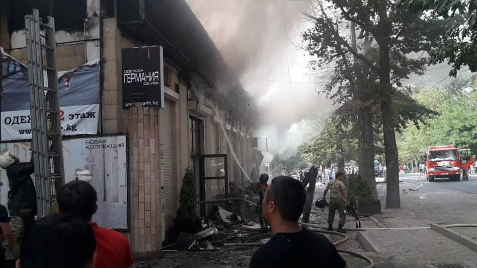 Бишкектеги ресторандан чыккан өрттөн 4 киши түтүнгө ууланган