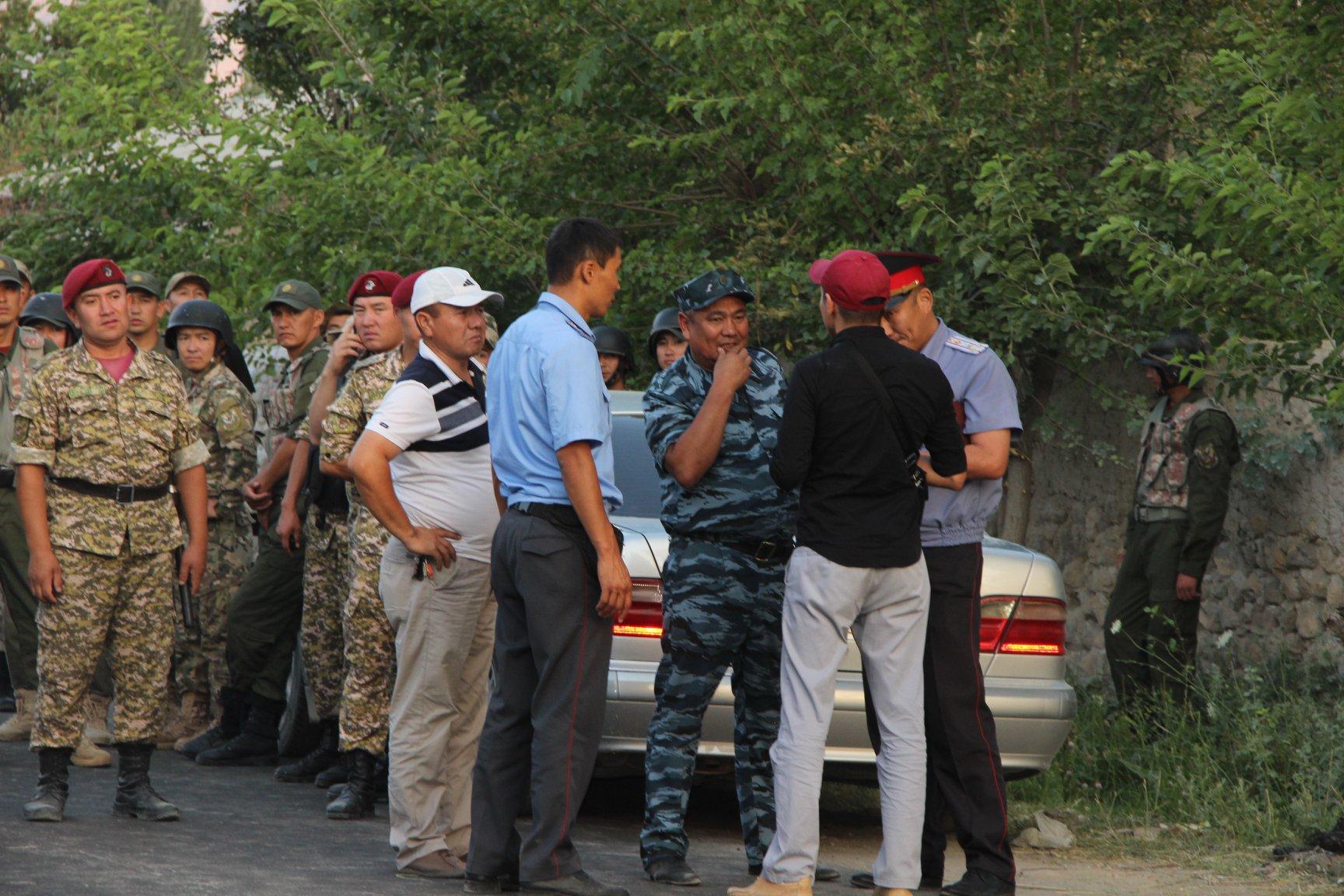 Баткен: Ак-Сайда коопсуз аймакка көчүрүлгөндөрдүн саны 600гө жетти