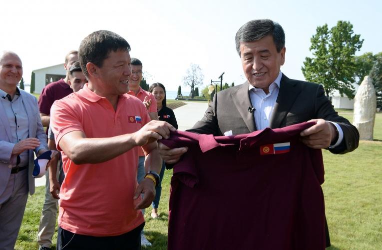 Жээнбеков Кыргызстан жана Орусиянын жаш лидерлери менен жолугушту