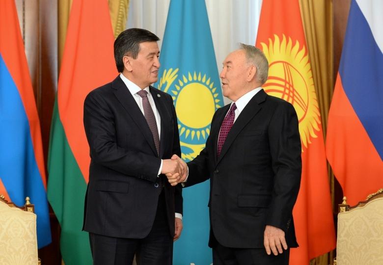 Жээнбеков менен Назарбаев кыргыз-казак кызматташтыгынын абалын телефон аркылуу талкуулашты