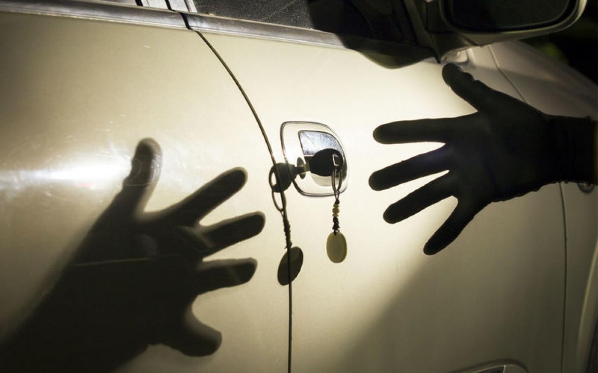 Lexus 570 автоунаасын уурдагандар кармалды