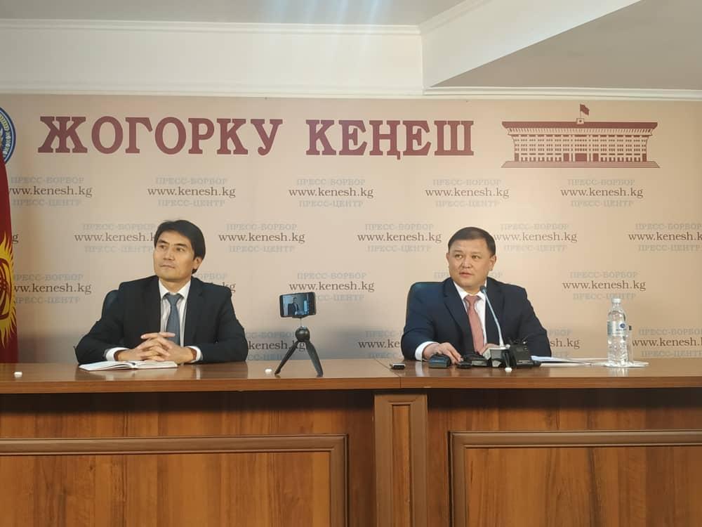 Жумабеков: VI чакырылыштын депутаттары иштеген үчүн сын-пикир көп айтылды