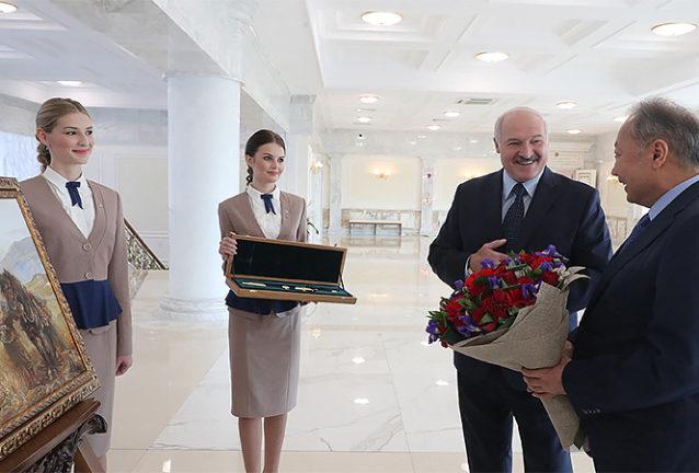 Лукашенко менен Бакиевдин расмий жолугушуусу үчүн ТИМ Беларуссиянын Кыргызстандагы элчилигине нота тапшырды