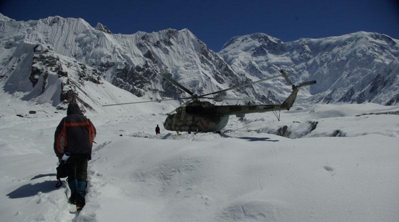 Катаал аба-ырайынан улам Жеңиш чокусунда жоголгон альпинисттерди издөө кыйын болууда