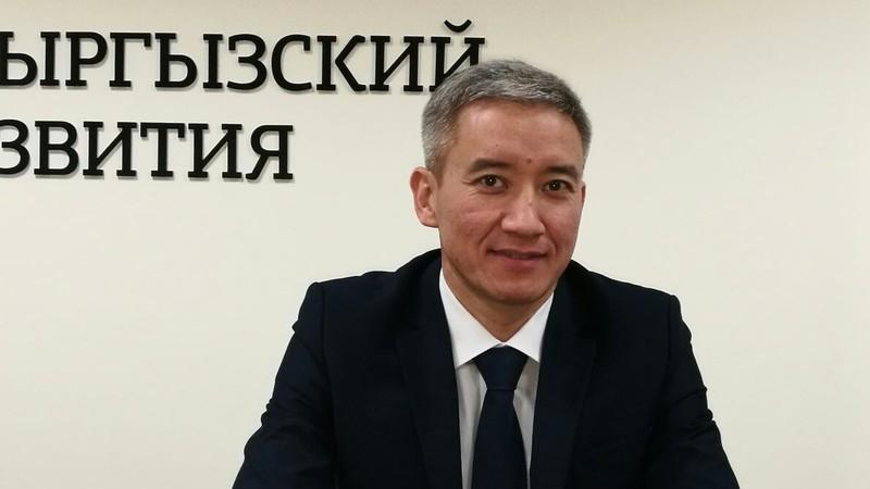 Кыргыз-Орус өнүктүрүү фондунун төрагасы изделүүдө. Ал көлдү сүзүп өтмөкчү болгон