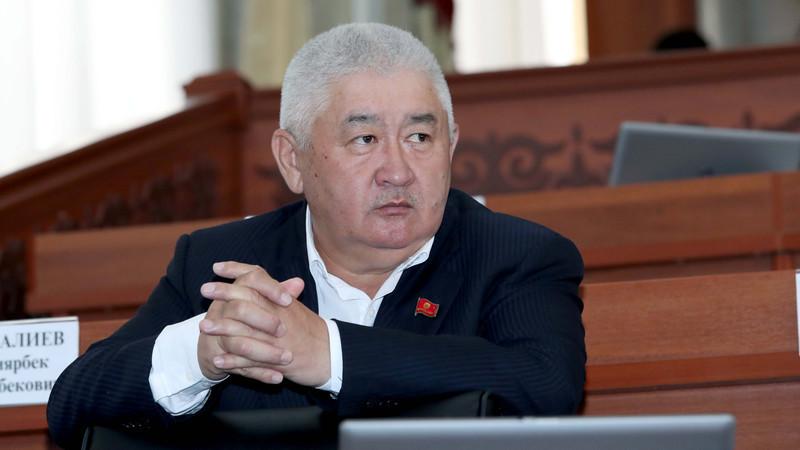 Жогорку Кеңештин депутаты Зарылбек Рысалиев үй камагына чыгарылды