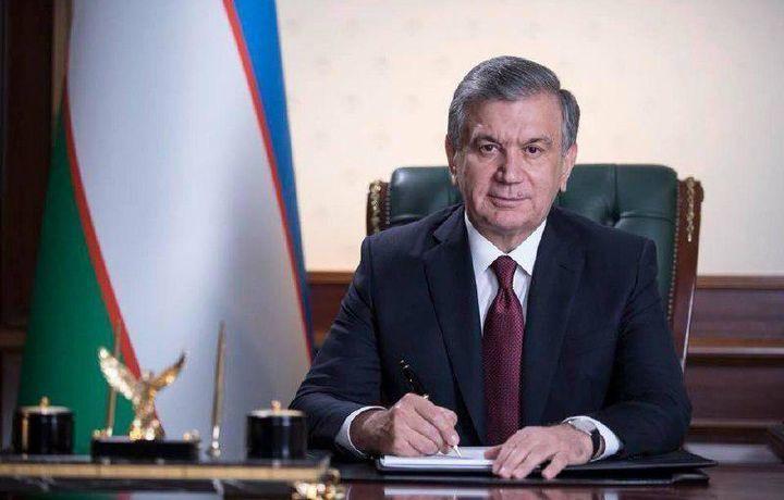 Шавкат Мирзиёев кылганына өкүнүп, туура жолго түшкөн камактагы 65 адамга ырайым берди