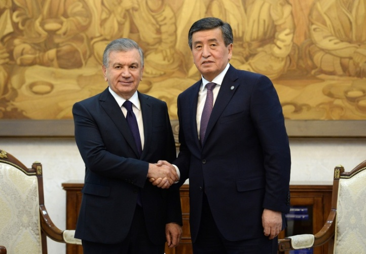 Кыргызстан менен Өзбекстандын президенти телефон аркылуу сүйлөштү