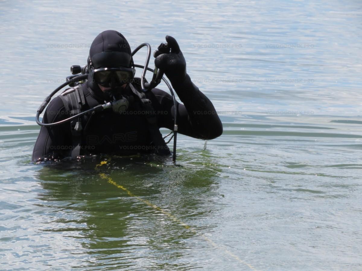 Куткаруучулар каналга чөккөн адамды сактап калышты