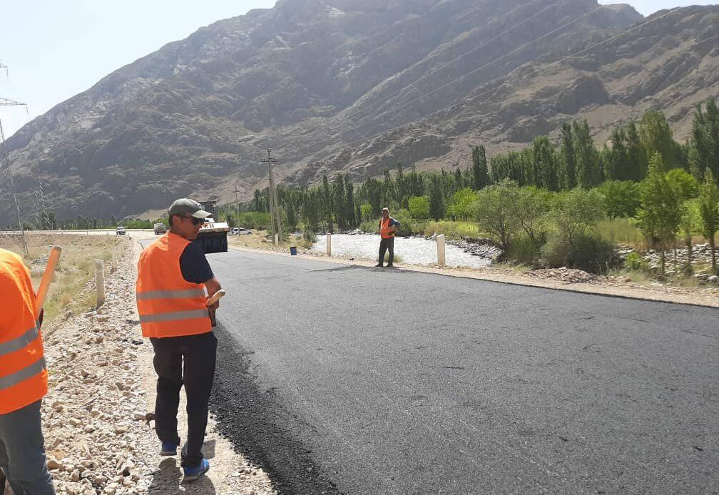 Разаков Баткен облусундагы Көкташ– Аксай–Тамдык жолунун курулушунун жүрүшү менен таанышты
