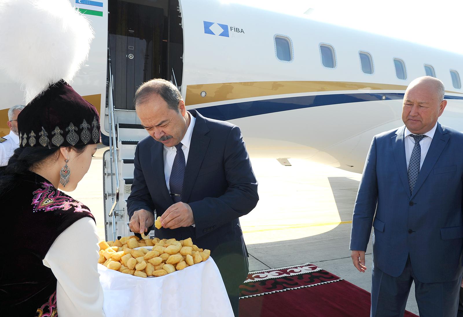 Өзбекстандын премьер-министри Кыргызстанга келди