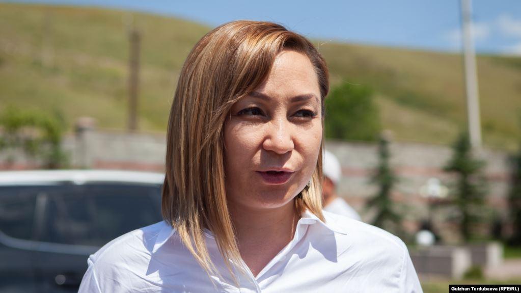 Кундуз Жолдубаеванын үйүн Аскердик прокуратура тинтүүгө алып жатат