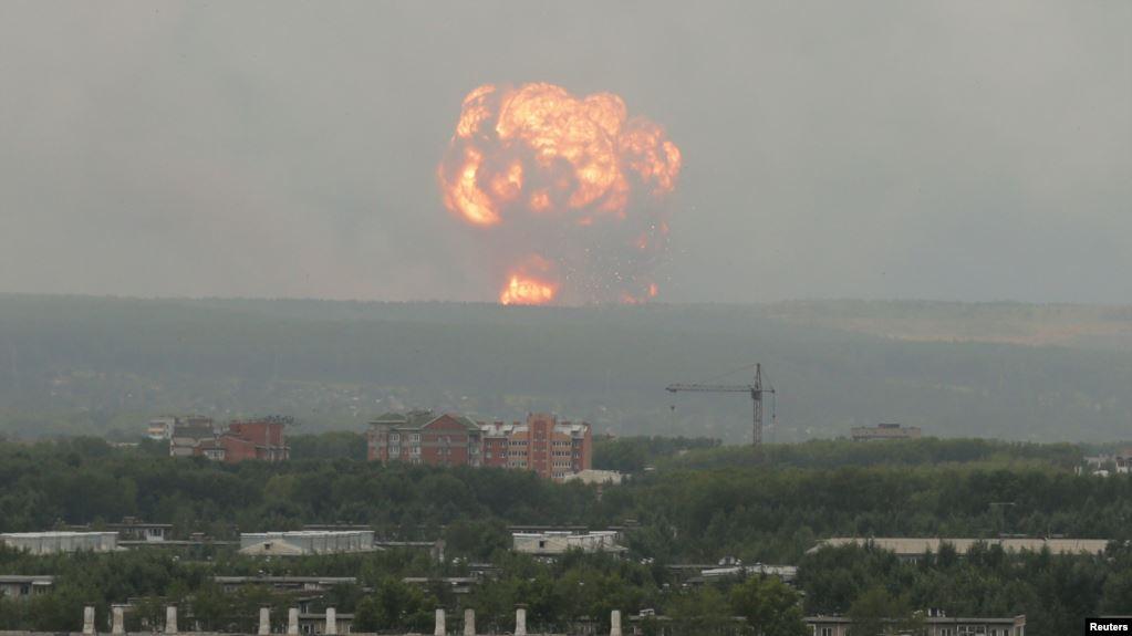 Красноярскиде ок-дары сакталган кампадан чыккан жарылуудан 12 киши жаракат алды