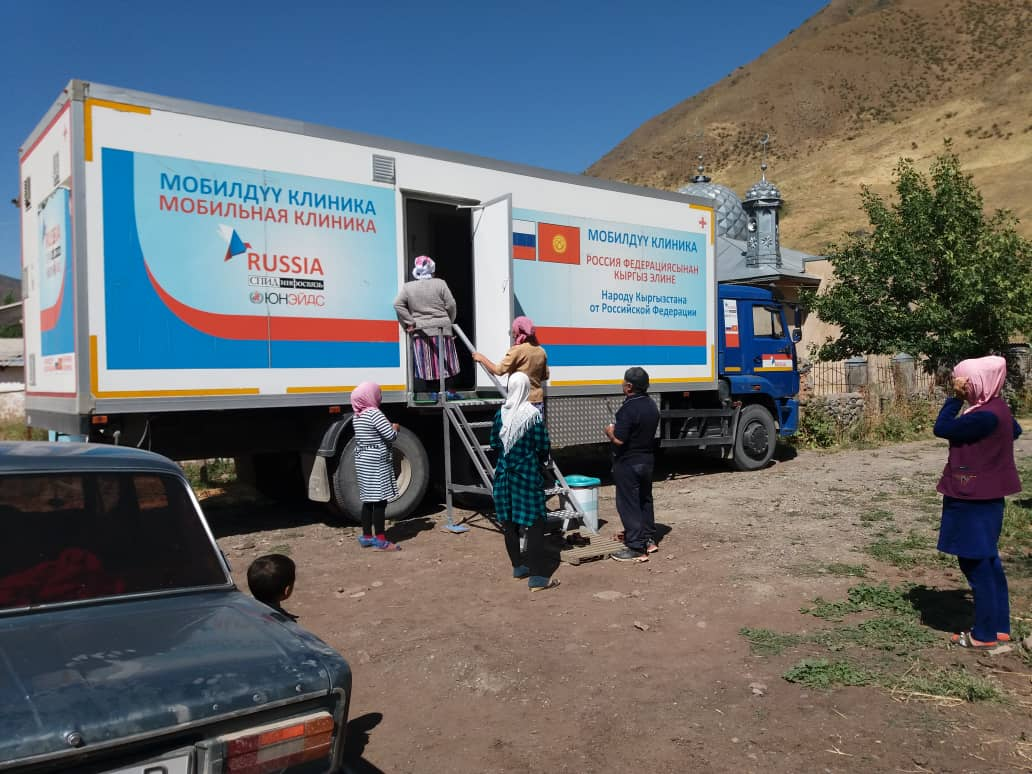 Көчмө клиника Кара-Кулжадагы алыскы айылдардын жашоочуларын текшерди