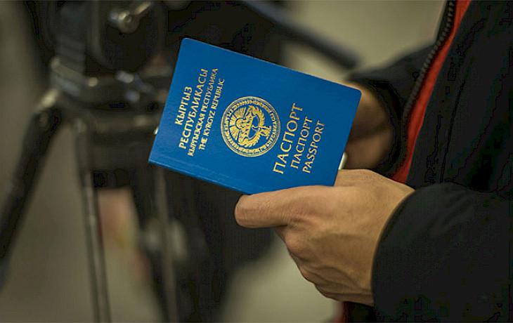 Башка адамдын паспорту менен Түркияга учмакчы болгон адам кармалды