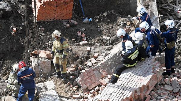 Орусияда оңдолуп жаткан имарат кулап, 4 адам мерт болду