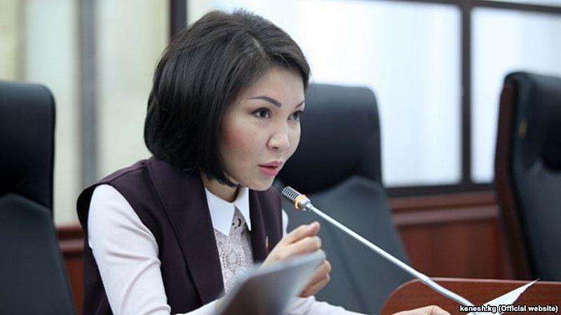 Сурабалдиева Солтон-Сарыдагы чыр боюнча Жогорку Кеңештин төрагасын кезексиз жыйын өткөрүүгө чакырды