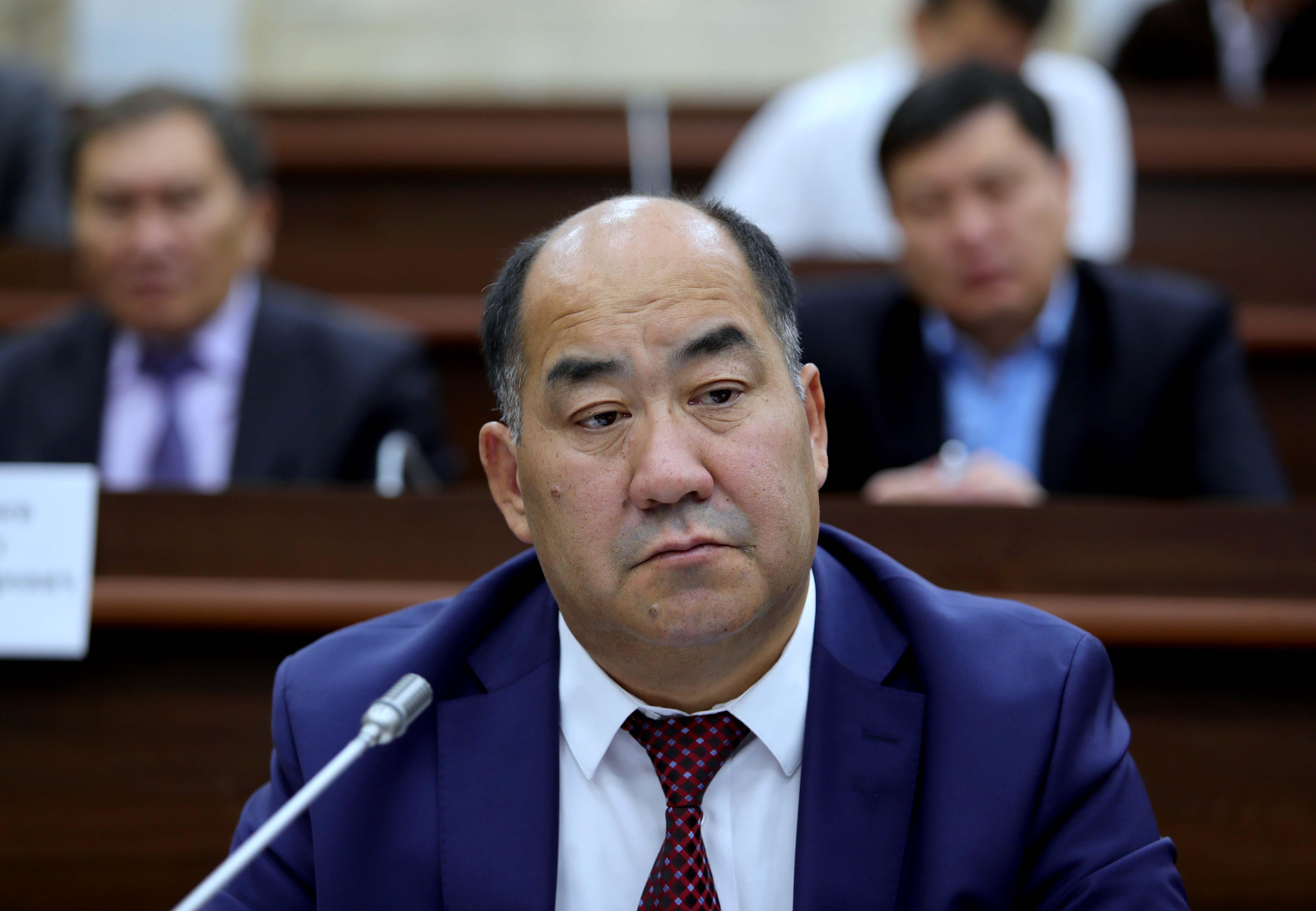 Парламенттин дагы бир комитети Исаковду министирлик кызматка жактырды