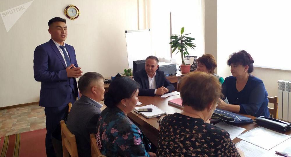 Караколдогу №6 мектепке 27 жаштагы Жоомарт Карыбаев директор болду (өмүр баяны)