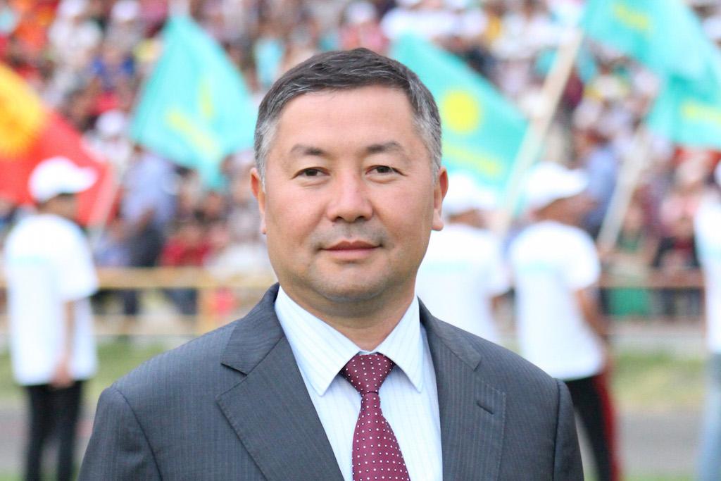 «Кыргызстан»партиясына лидер болуп кайрадан Канат Исаев шайланды. Лидерликтин Жумабеков баш тартты