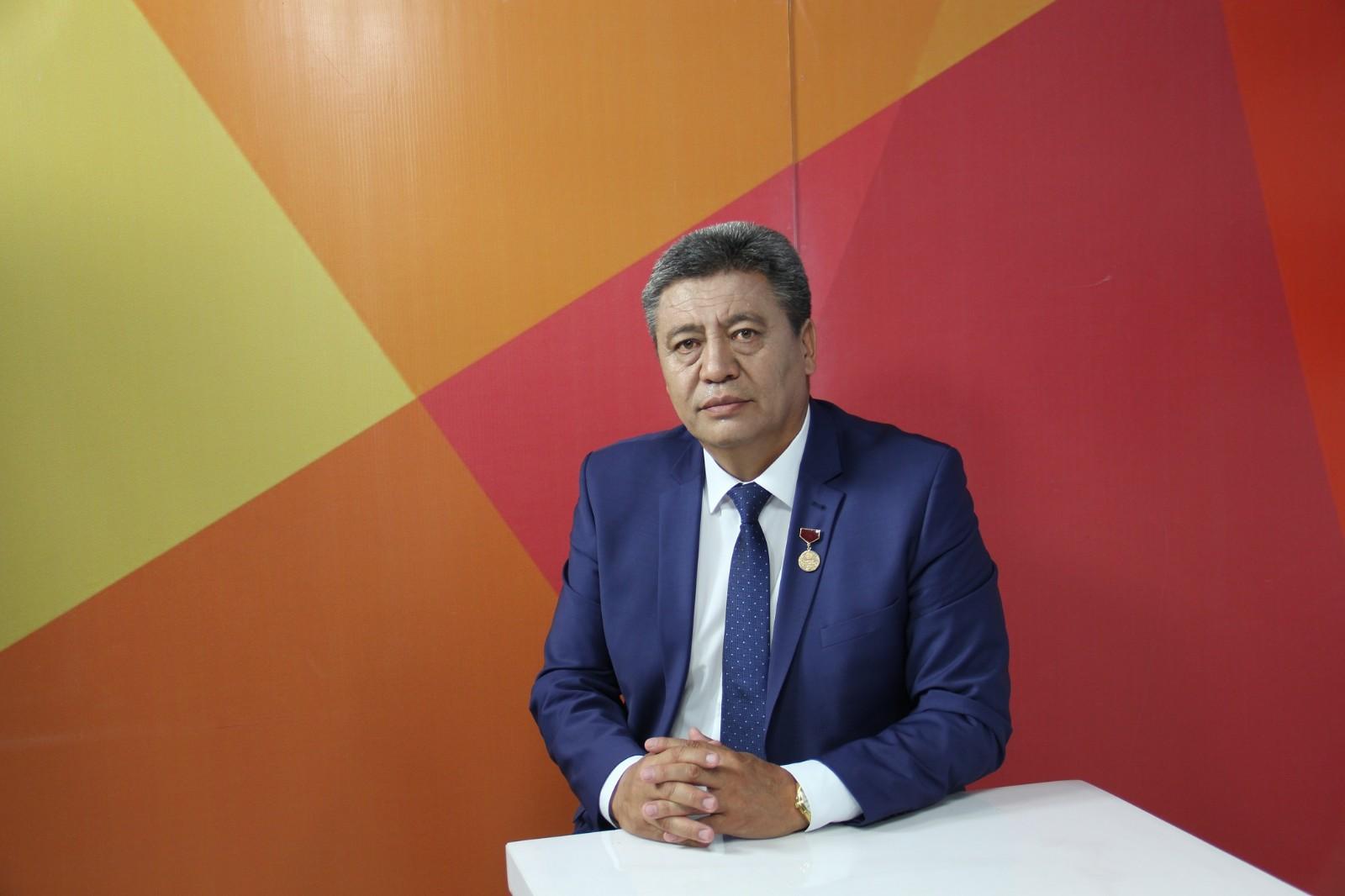 Нарын облусунун жаңы жетекчиси Эмилбек Алымкуловдун өмүр баяны