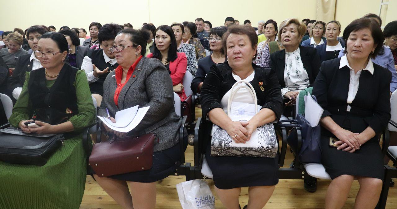 Аял-депутаттар форуму: Бийлик органдарында жетекчилердин арасында аялдар аз болуп жатат