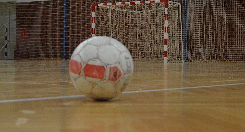 Бишкекте мектеп окуучусун футбол дарбазасы басып калды
