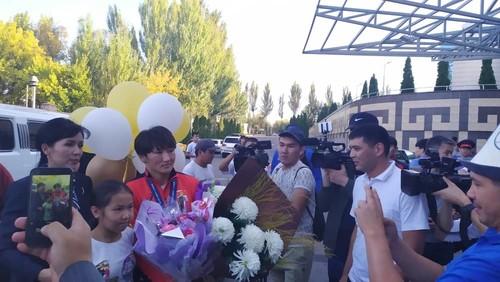 Дүйнө чемпиону Айсулуу Тыныбекова Бишкекке келди