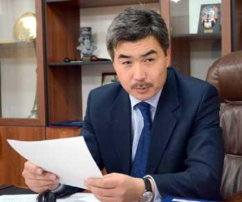 Жогорку Кеңеште жаңы депутат Бектен Сыдыгалиев ант берди