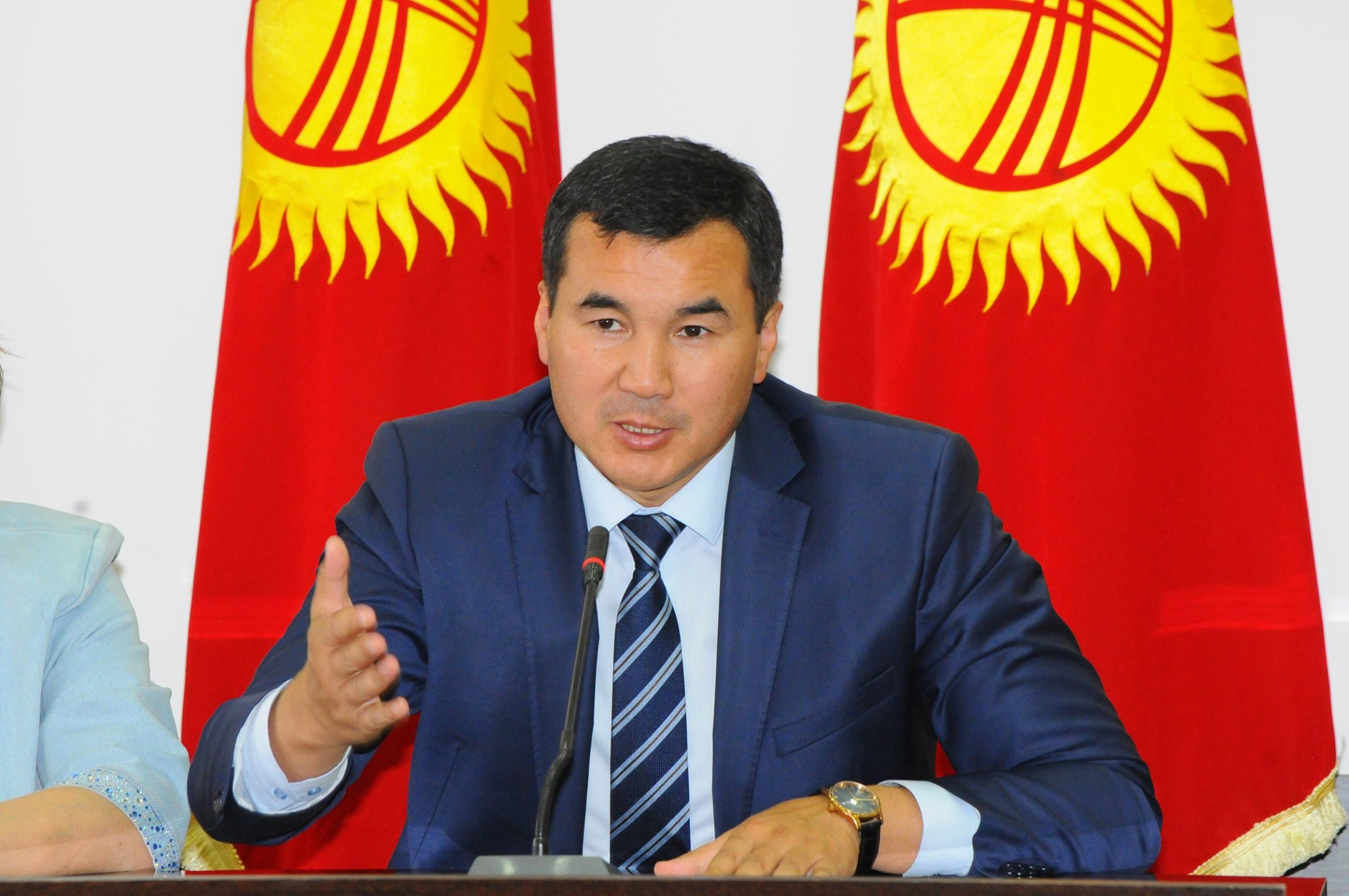 Оштун губернатору Узарбек Жылкыбаевдин апасы дүйнө салды