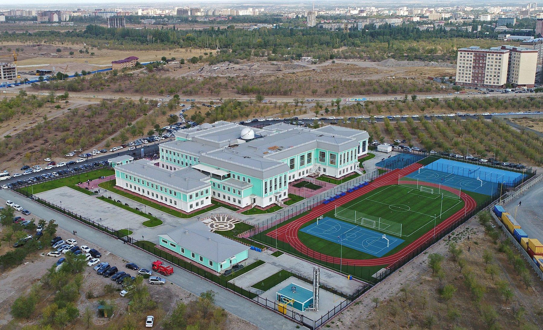 Бишкекке курулган «Газпромдун» заманбап мектебинин ачылышы болду (сүрөт)
