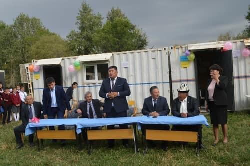 Нарындагы контейнер мектеп:  Соцтармактын колдонуучулары жаңы мектеп үчүн каражат чогултуп башташты
