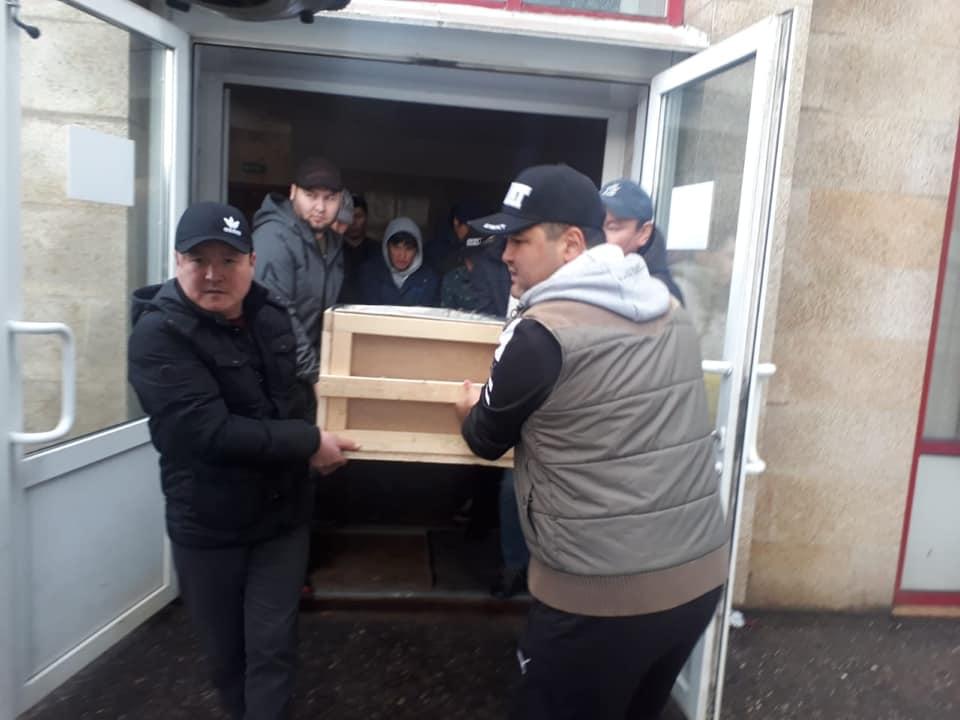Москвада курулушта иштеген кыргыз жараны  көп кабаттуу имараттан кулап, каза болду