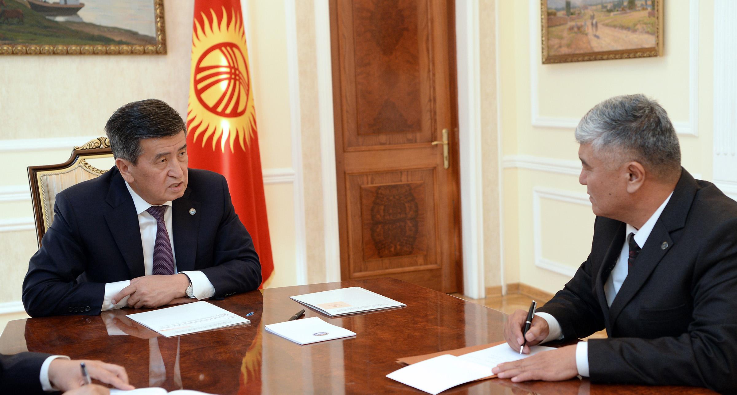 Сооронбай Жээнбеков Кыргызстандын Новосибирскидеги Башкы консулун кабыл алды