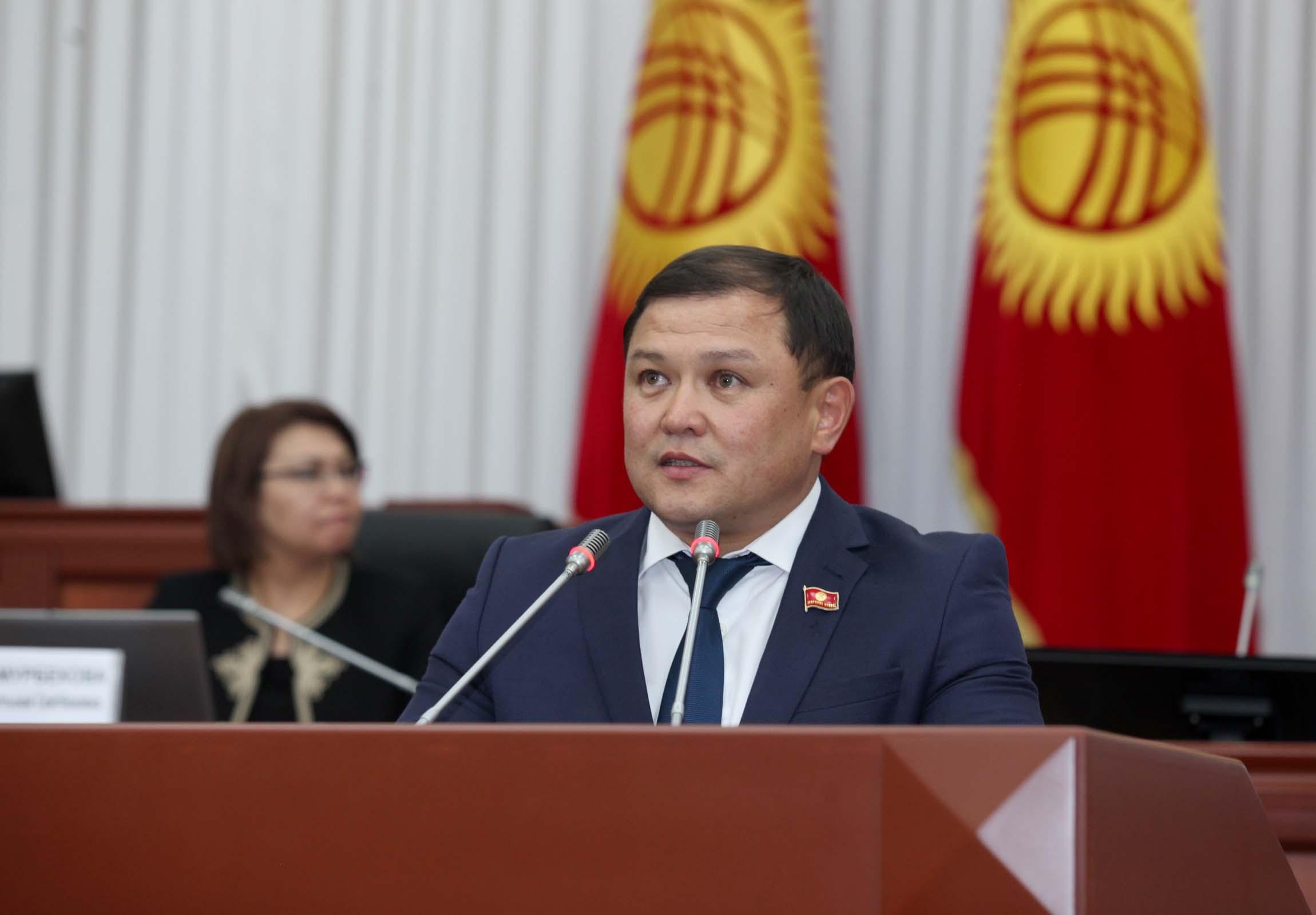 Дастанбек Жумабеков: Бүгүнкү күндө кыргыз тилинде жазуу, сүйлөө биз күткөн абалда болбой жатат