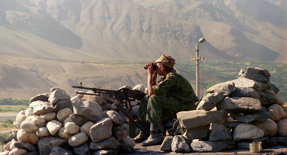 Чек ара кызматы: Кыргыз-тажик чек раасында ок атышуу болду (видео)