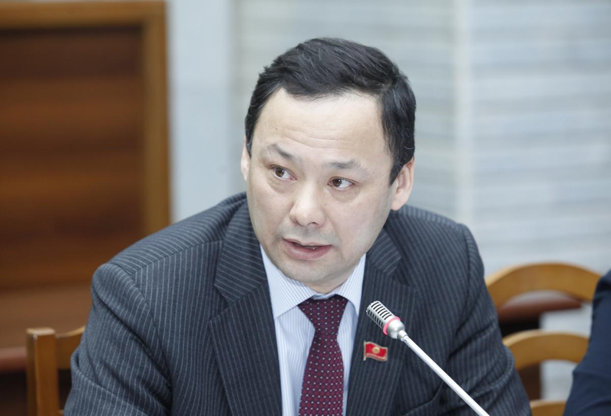 Руслан Казакбаев Кыргызстандын ички жана сырткы инвесторлордун абалын кароо керектигин айтты
