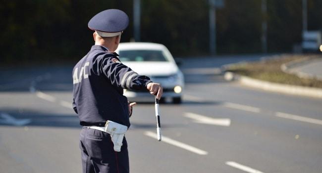 Төрт унаага бир номер тагып 108 ирет жол эрежесин бузган милиционер кармалды