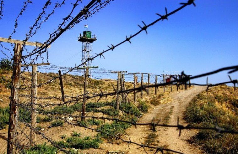 Чек ара кызматы: Тажик тарап такталбаган жерде курулуш ишин улантууда