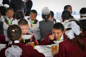 Кыргызстанда 652 мектепте ысык тамак берилбейт