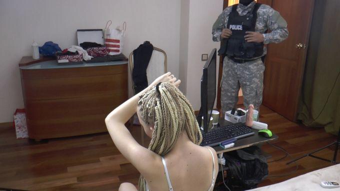 Алматыда порностудияда кыргызстандык жигит кармалды