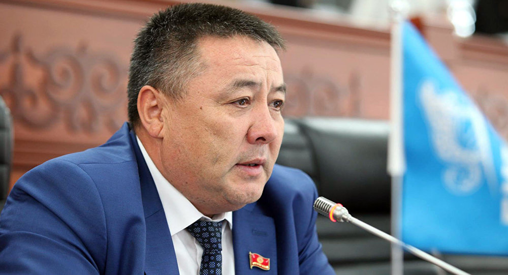 Депутат Ормонов: Уран казууга тыюу салган мыйзам менен иштеп жаткан заводдун ишин токтоткон туура эмес