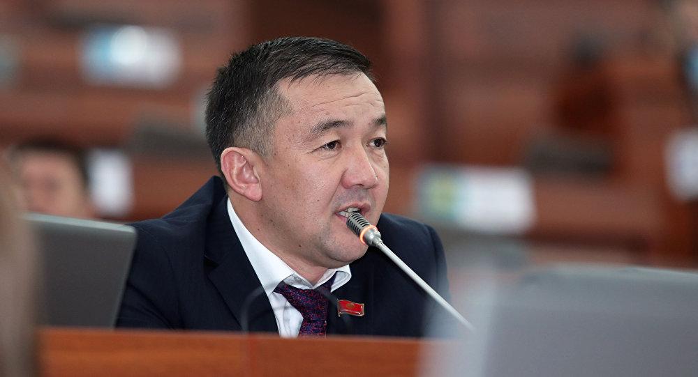 Депутат Турускулов автоунаалардын бажы алымына киргизилген жеңилдиктердин мөөнөттүн узартууну сунуштады