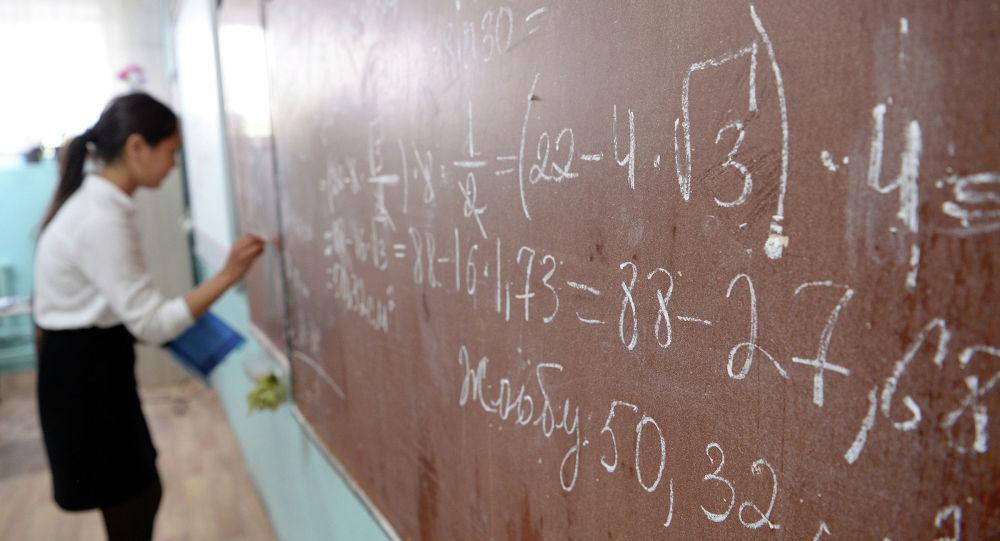 Айыл жериндеги жана аз камсыз болгон 20 миң окуучу кыздын билими жогорулатылат