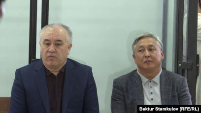 Сотто Текебаев менен Чотоновдун иши боюнча күбөлөр көрсөтмө берип жатат
