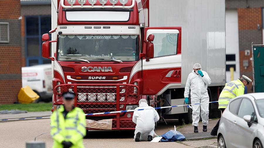 Британияда унаадан табылган 39 адамдын өлүмүнө шектелип 2 адам кармалды